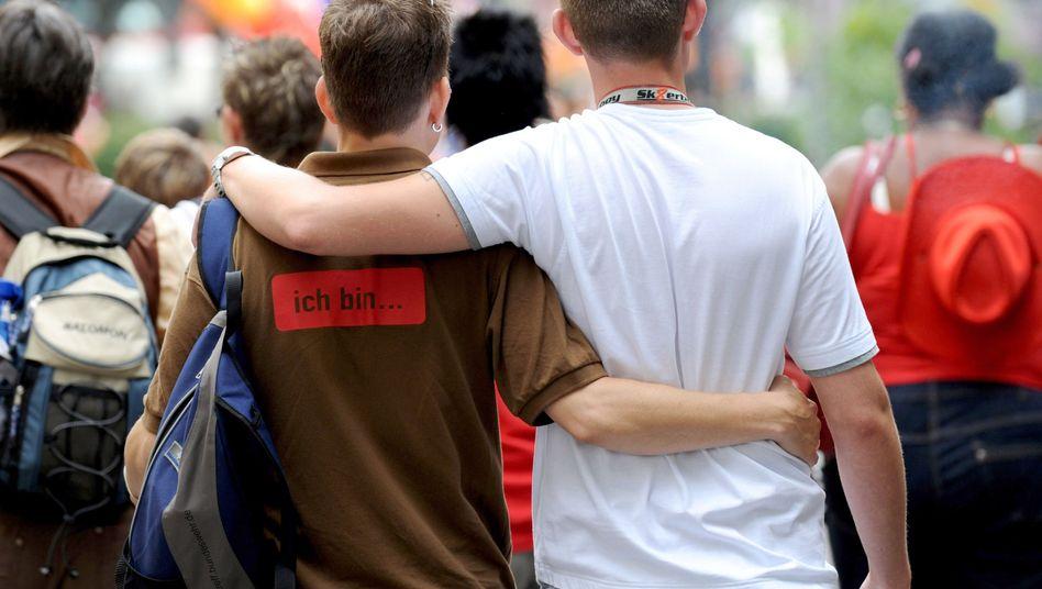 Schwules Paar in Hamburg: Karlsruhe schafft steuerliche Gleichberechtigung