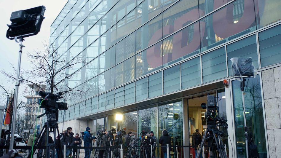 Medienvertreter vor der CDU-Parteizentrale