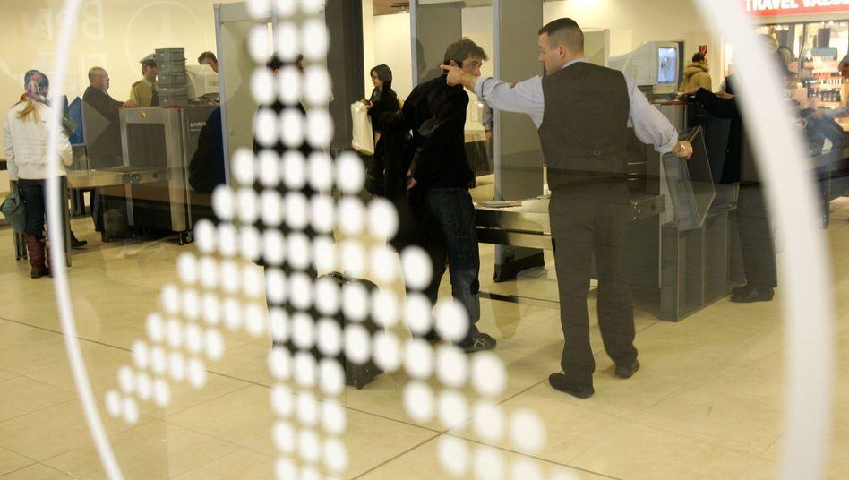 Flughafenkontrolle: Sollen Passagiere unterschiedlich scharf kontrolliert werden?