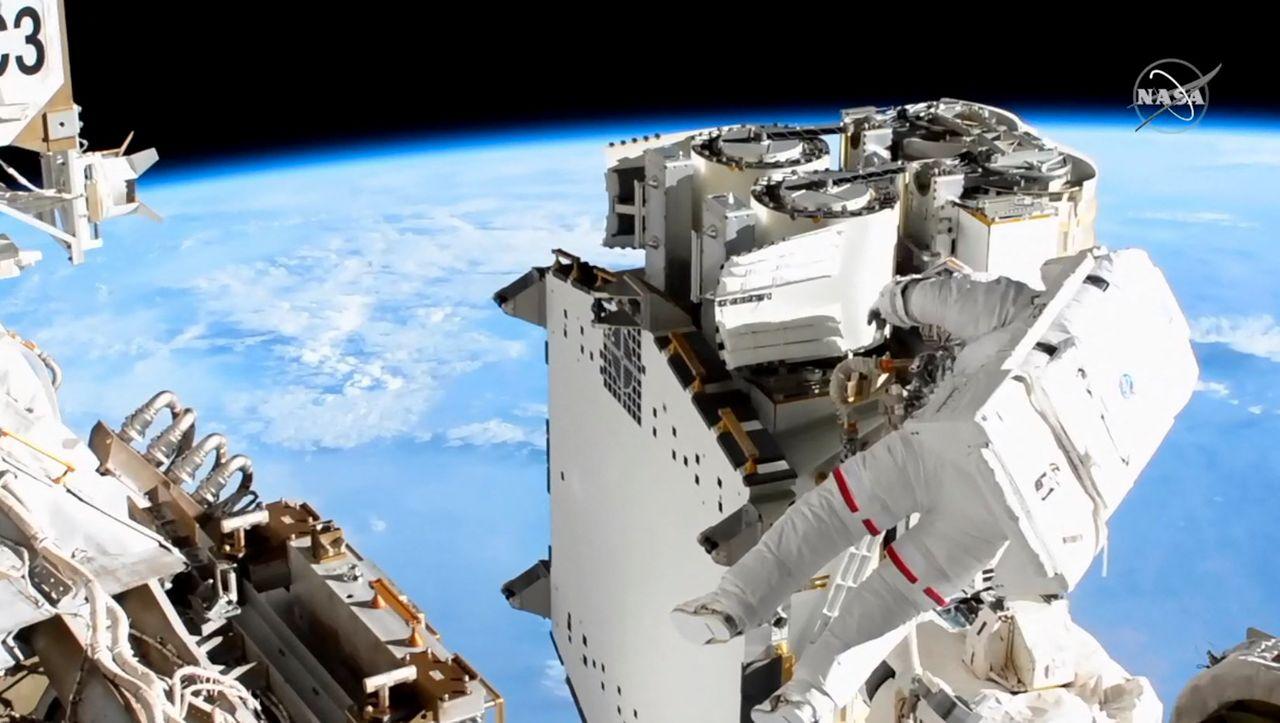 Riskanter Außeneinsatz: ISS-Astronauten schrauben trotz technischer Probleme weiter