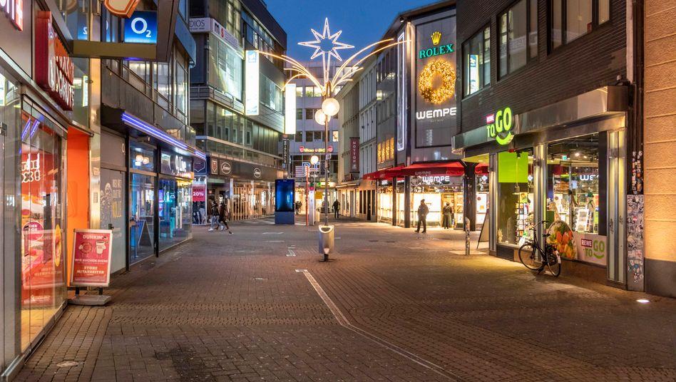 Leere Einkaufsstraßein Köln