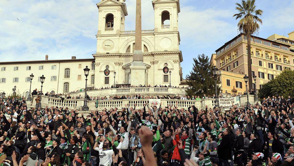Borussia-Fans auf der Spanischen Treppe in Rom: Unterstützung für die Partie gegen Lazio