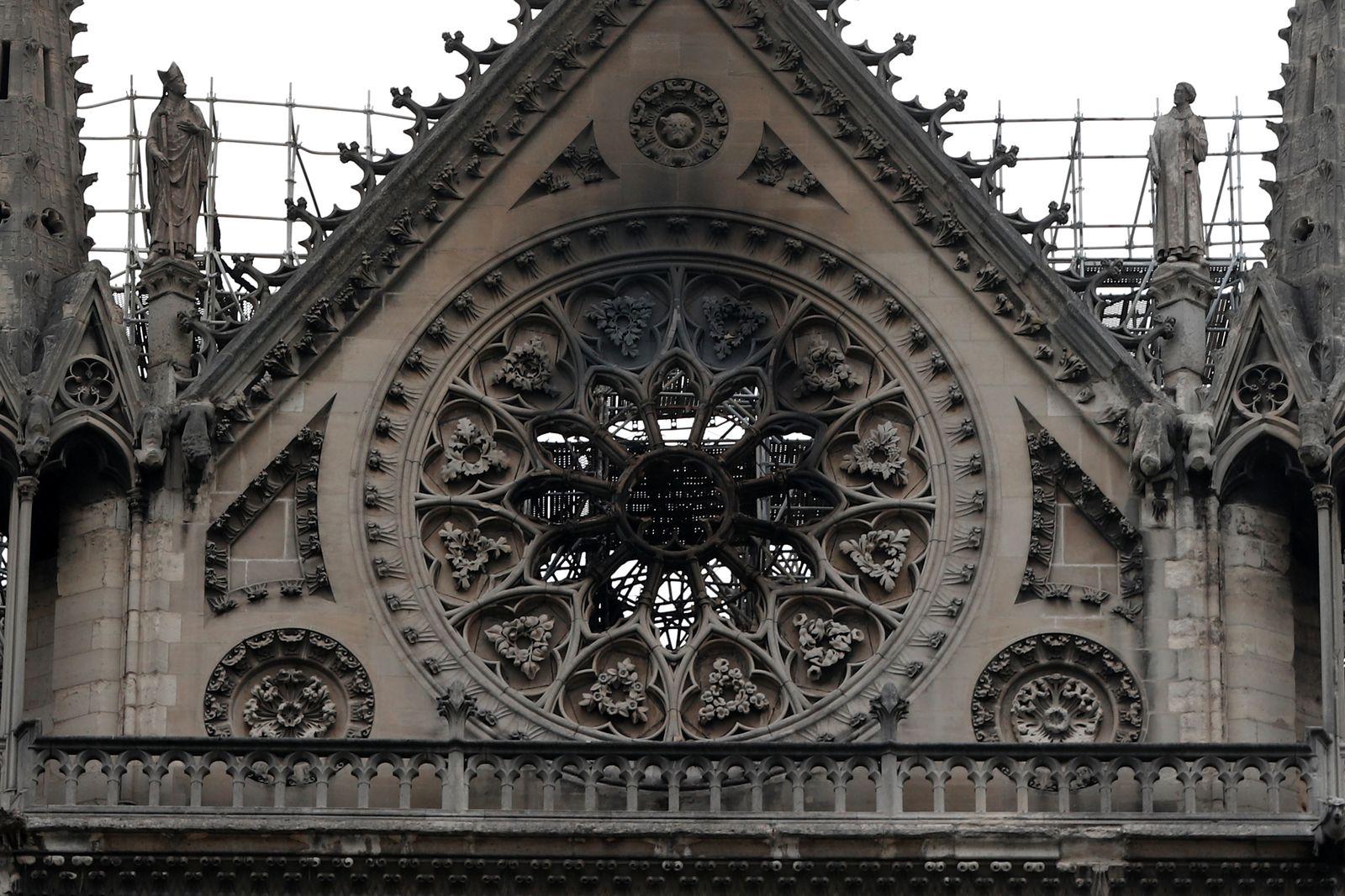Paris/ Notre-Dame/ Feuer gelöscht