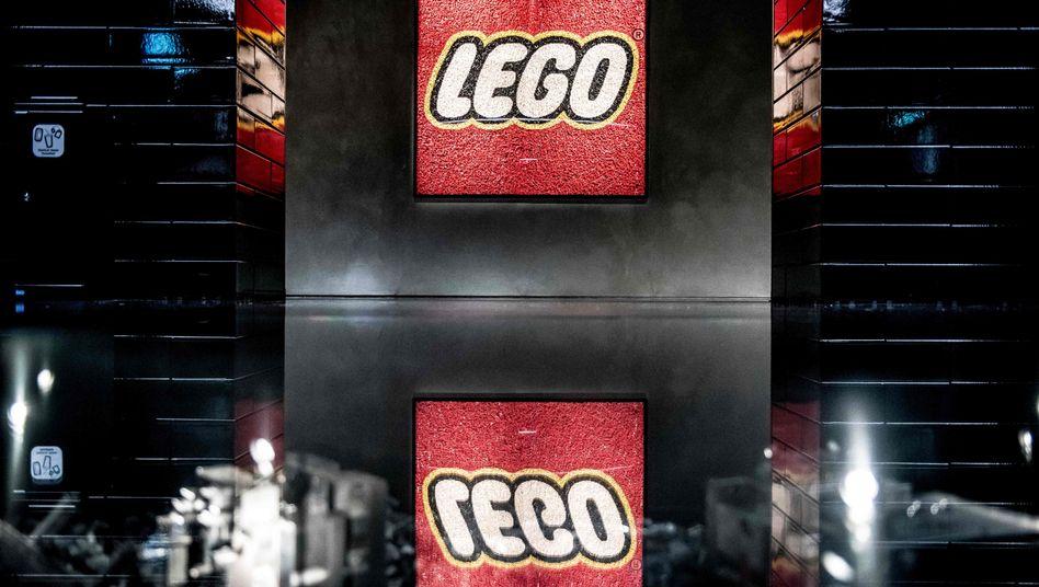 Lego-Logo in der Konzernzentrale in Billund