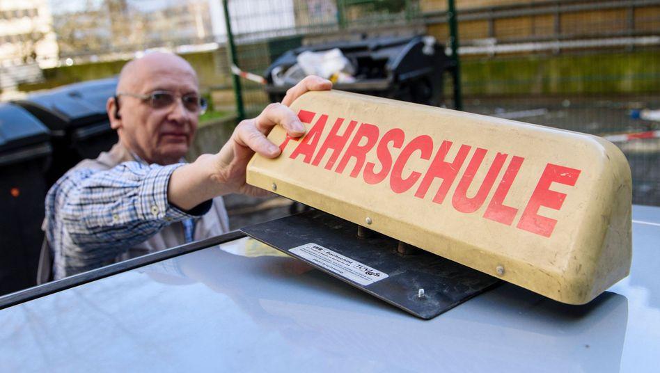 Walter Paulsen bildet Fahrlehrer in Berlin aus