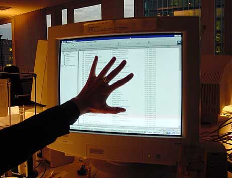 """""""Nicht gucken!"""" - Wer seine vertraulichen Daten wirksam schützen will, sollte sie verschlüsseln"""