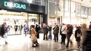 Parfumeriekette Douglas will einige Filialen offen halten