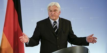 Politiker Steinmeier: Geste der Ratlosigkeit