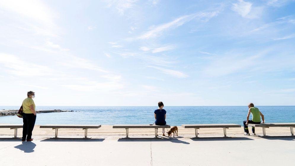 Strandbesucher in Barcelona: Die Bundesregierung plant neue Regeln für Reiserückkehrer aus Risikogebieten