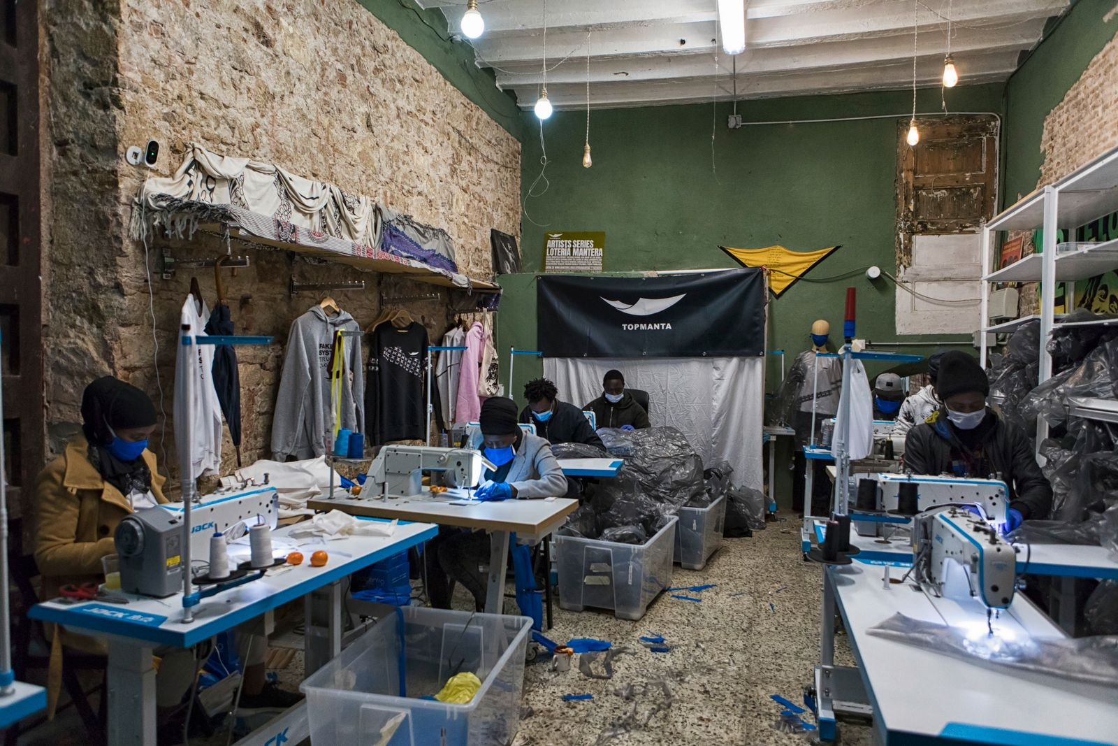 Members of the Sindicato de Manteros make gowns for medical