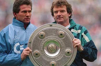 Von 1987 bis 1992 war Heynckes (l.) Trainer des FC Bayern. In München holte er zwei deutsche Meisterschaften (1989 und 1990). Co-Trainer war damals Egon Coordes.