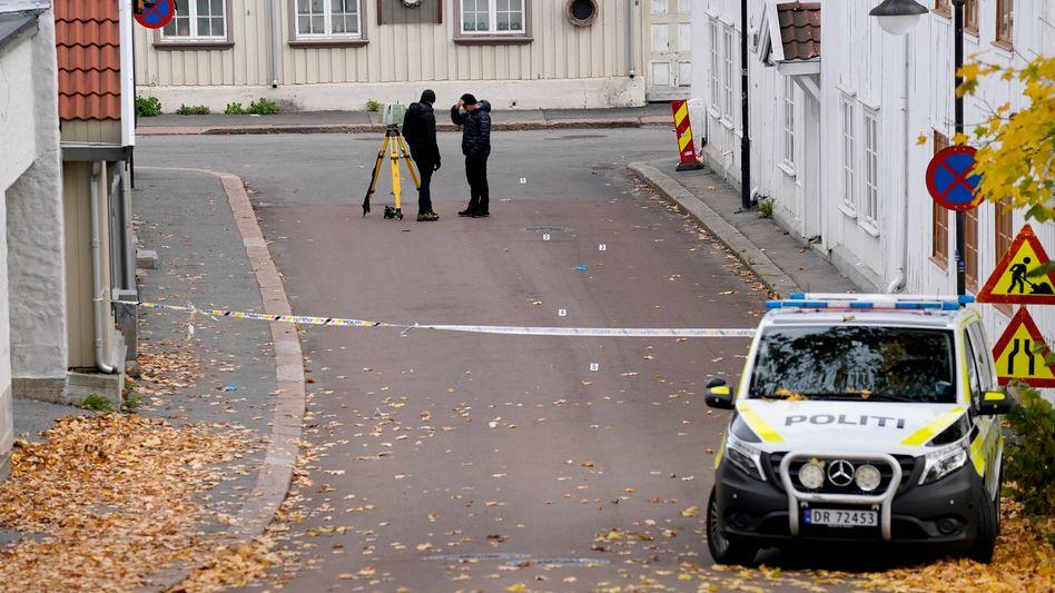 Polizeiabsperrung in Kongsberg nach dem Angriff