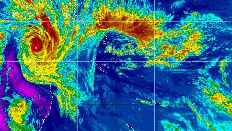 """Immer häufiger? Schon die Infrarotaufnahmen tropischer Wirbelstürme bleiben im Gedächtnis (""""Yasi"""", 2011)"""