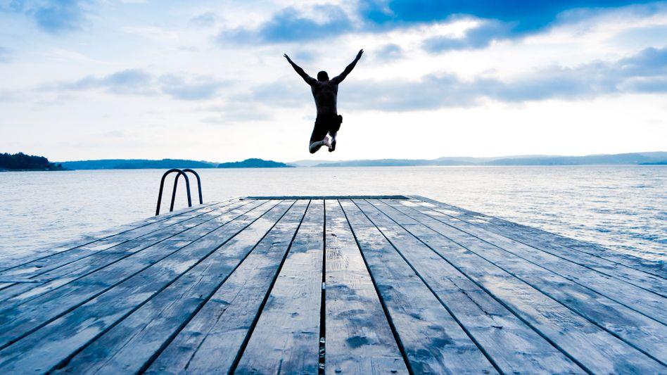 Gelebter Optimismus: Wolken am Himmel? Im Wasser ist es eh nass!