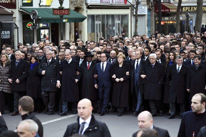 Politiker bei Pariser Gedenkmarsch: Von der Menge getrennt
