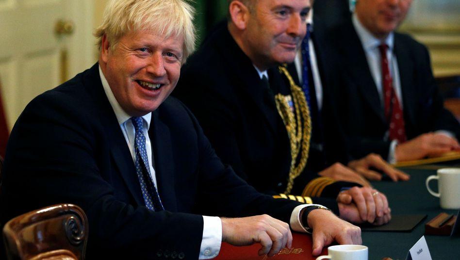 Boris Johnson: Welche Strategie verfolgt der britische Premier mit seiner Papier-Aktion?