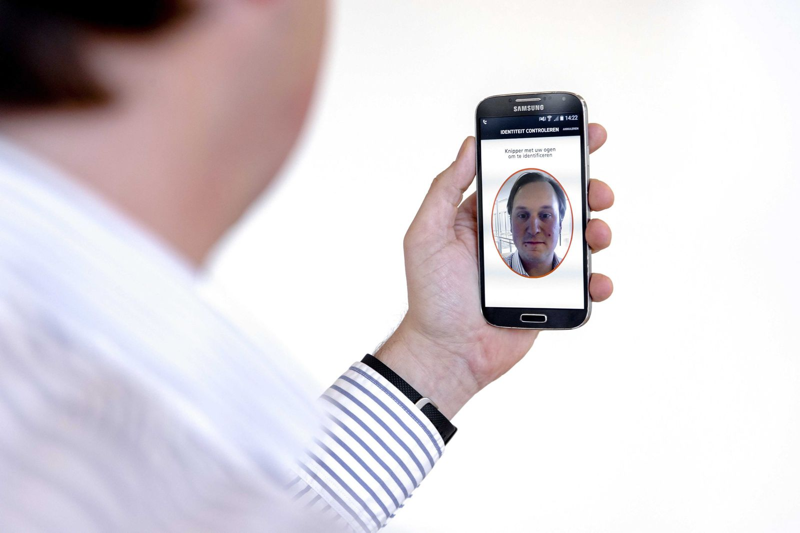 App that allows for online payments using biometric authenticatio