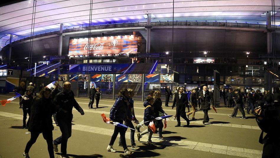 """Fußballfans vor dem Stade de France: """"Die Uefa ist tief schockiert und traurig"""""""