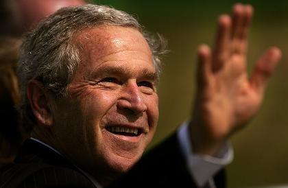 George W. Bush: Sein Charme wirkt in Europa nicht