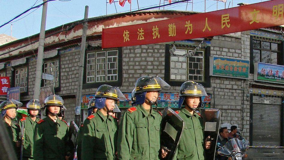 Polizisten in Tibet (Bild vom März 2008): Geschlagen, gefoltert, erschossen