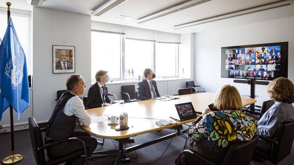 Heiko Maas (l.) beim virtuellen G20-Außenministertreffen zum Thema Afghanistan