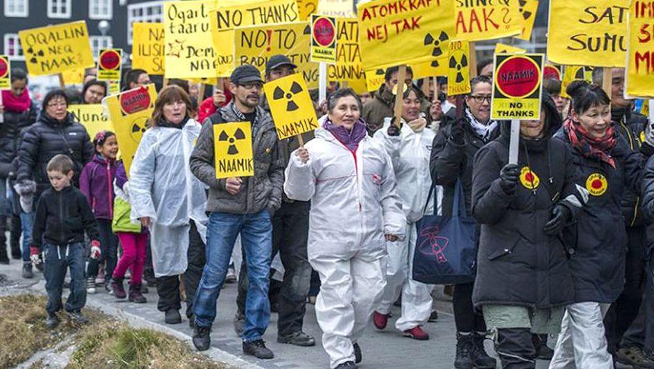 Protest gegen Uranförderung in Grönland: Knappe Abstimmung im Parlament