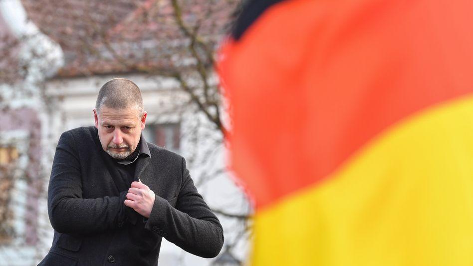 Götz Kubitschek auf einer Demonstration in Cottbus (im Februar 2018)