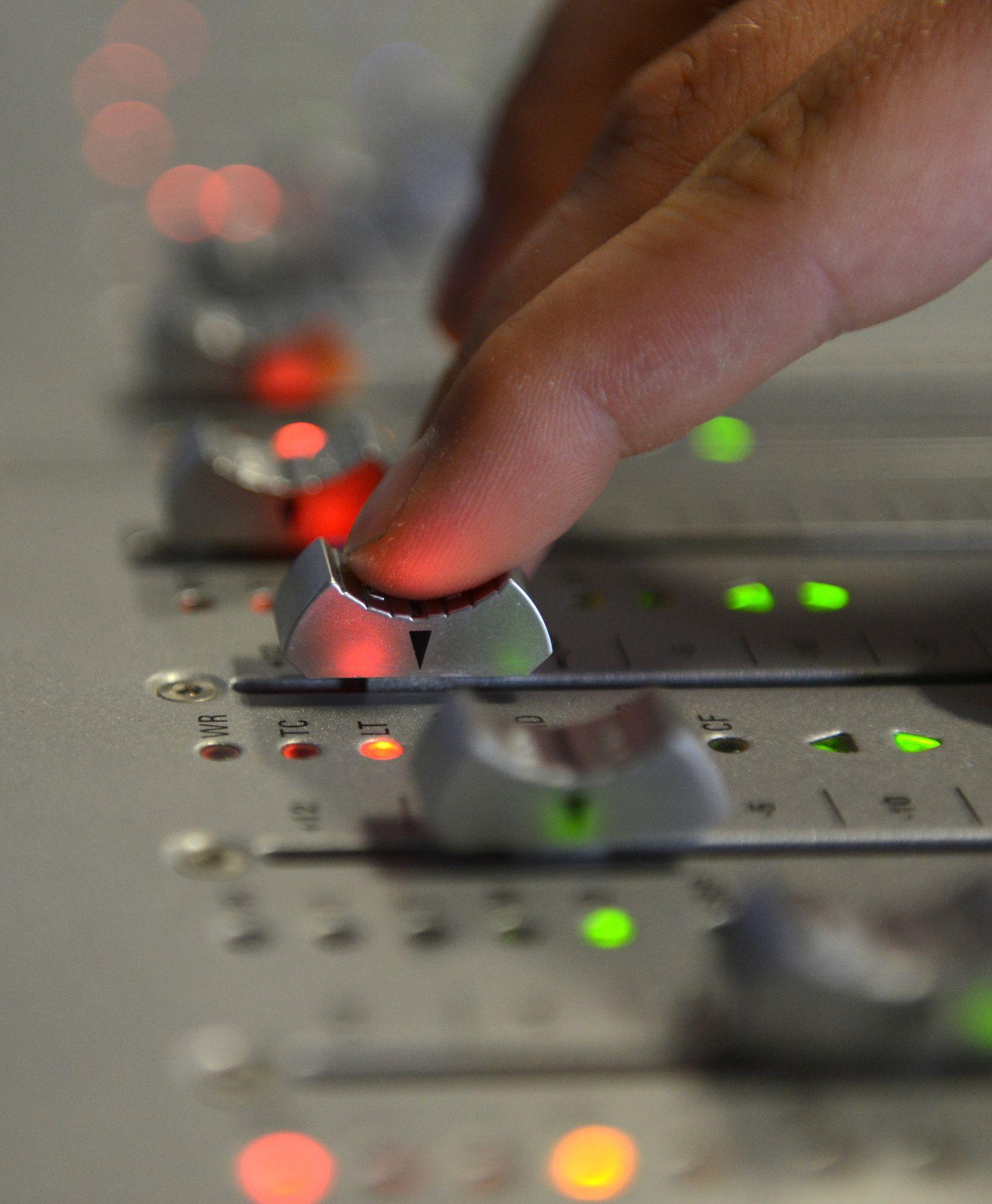 EINMALIGE VERWENDUNG KaSP Mit den Bands im Studio:Tontechniker sorgen für einen guten Klang