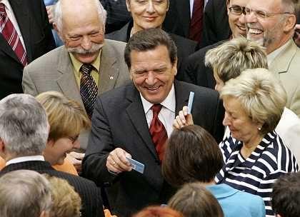 """Schröder bei der Abstimmung: """"Demokratischer und bürgernäher"""""""