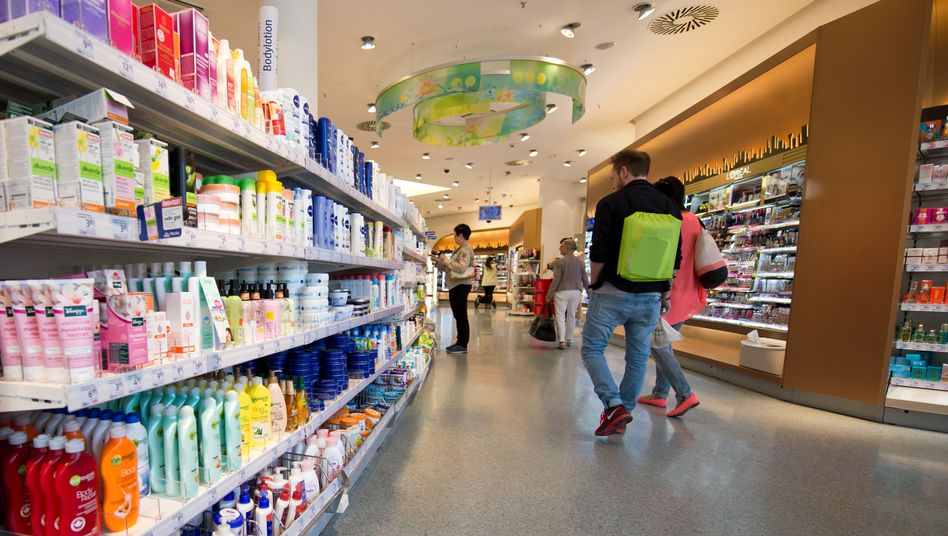 Dm-Drogeriemarkt (Archivbild): In einer Lotion für Babies könnten Hefen sein