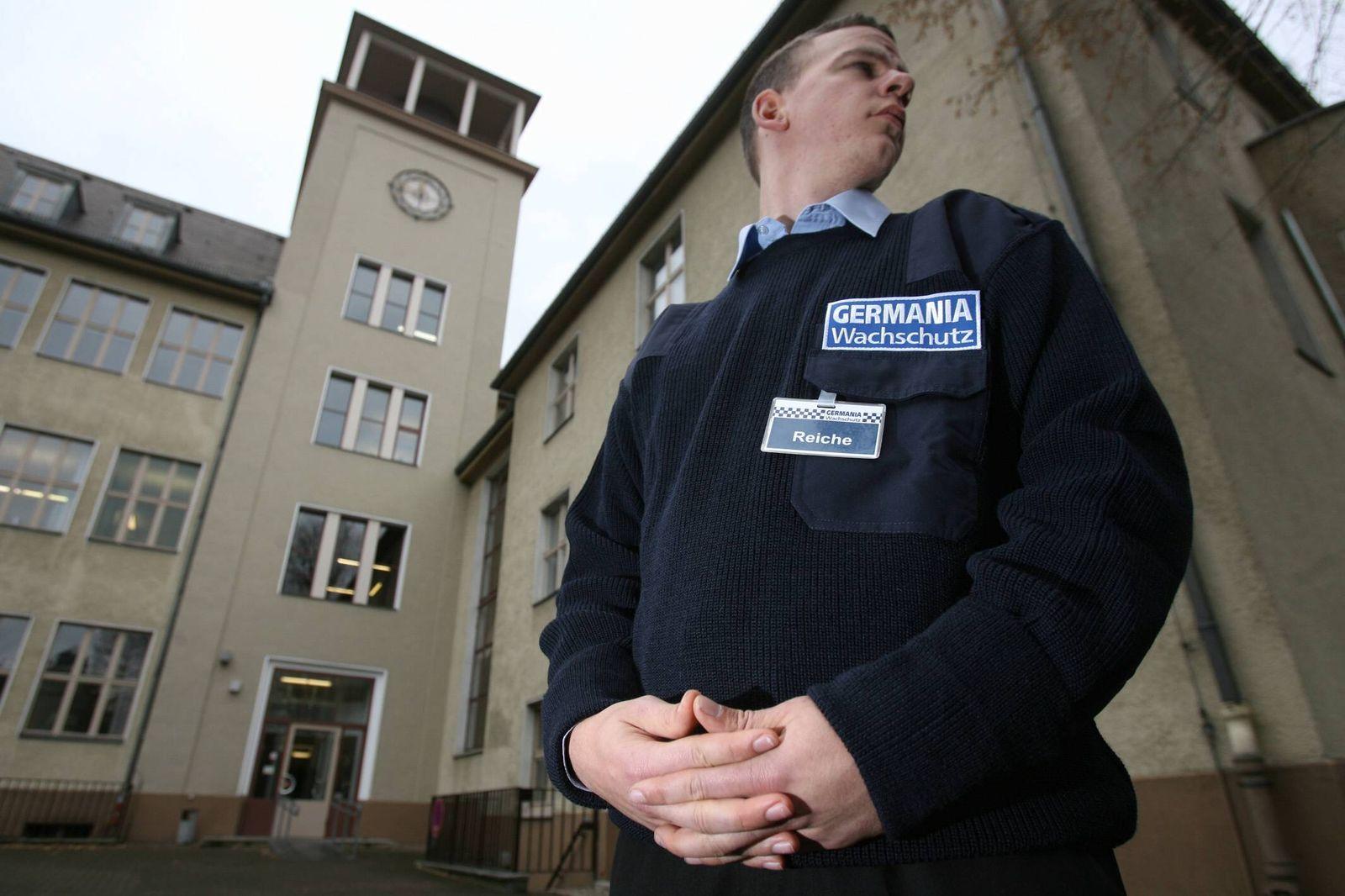 NICHT VERWENDEN Wachschutz an Berliner Schulen / NEUKÖLLN