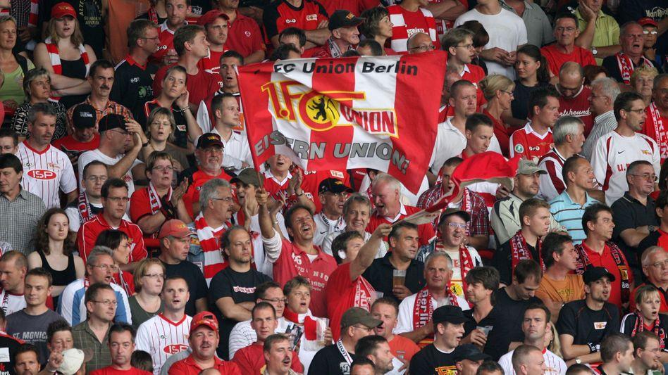 Union-Fans (gegen Hansa Rostock): Club vorerst ohne Hauptsponsor