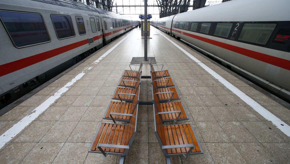 Leere Bahnsteige in Frankfurt am Main: Ist der Streik der GDL überzogen?