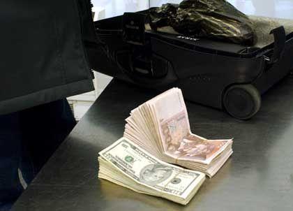 """Schwarzgeld: """"Transparenz ist die wichtigste Waffe im Kampf gegen Korruption"""""""