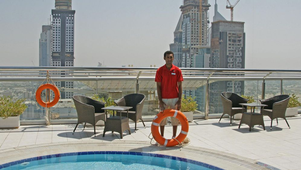 Dubais höchste Tourismus-Jobs: Cocktails schütteln, Helikopter empfangen