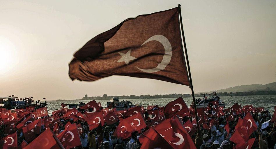 Kundgebung von CHP-Anhängern in Izmir am 4. August: »Die Menschen erwarten Geschlossenheit«
