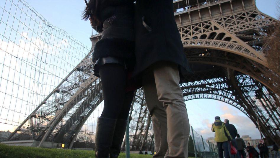 Selfie vor dem Eiffelturm: Fotos vor neueren Gebäuden, bei denen der Architekt noch keine 70 Jahre tot ist, könnten zum Problem werden