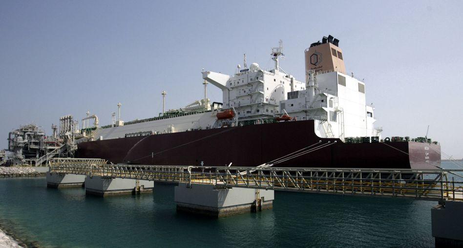 """Größter Erdgastanker der Welt """"Mozah"""": 266.000 Kubikmeter flüssiges Erdgas an Bord"""