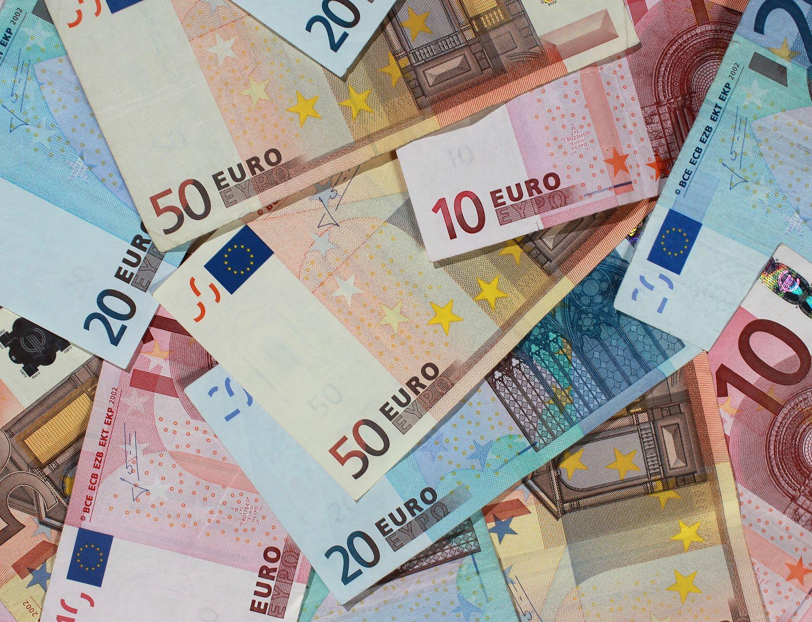 Euroscheine / Euro / Reallöhne