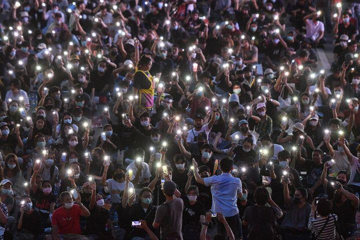 Hoffnung auf Demokratie: Tausende junge Thais gehen gegen das alte System auf die Straße