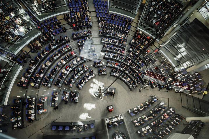 """Plenum des Deutschen Bundestags: """"Auf Wahlen in aller Welt Einfluss nehmen"""""""