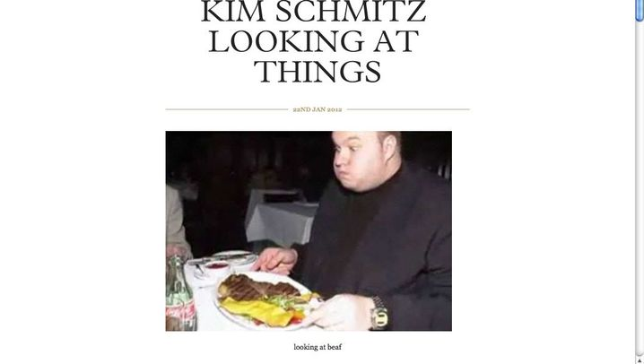 Kim Schmitz looking at things: Schau mal, wer da guckt