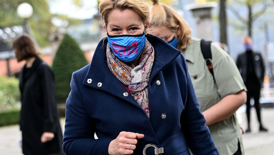 Franziska Giffey (SPD): Im Vergleich zu den Entwicklungen außerhalb zeige sich, wie sicher die Kitas seien, sagte die Familienministerin. Die Fälle seien in den vergangenen Wochen nicht gestiegen.