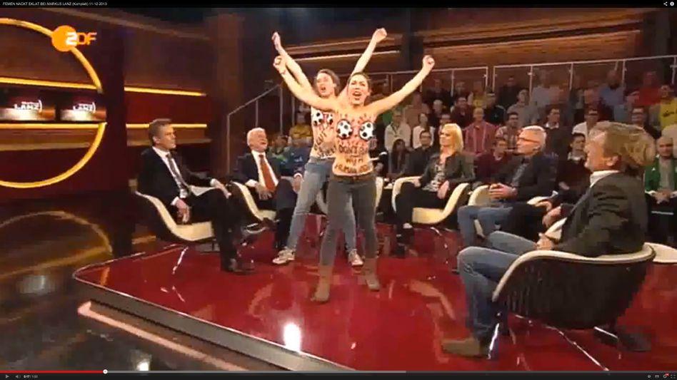 """Femen-Aktion bei """"Markus Lanz"""": Mit Fußballbrüsten gegen WM in Katar"""
