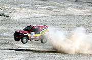Abheben zum Wüstenritt: Jutta Kleinschmidt hat sich bei der Paris-Dakar in der Gesamtwertung auf Rang 3 geschoben