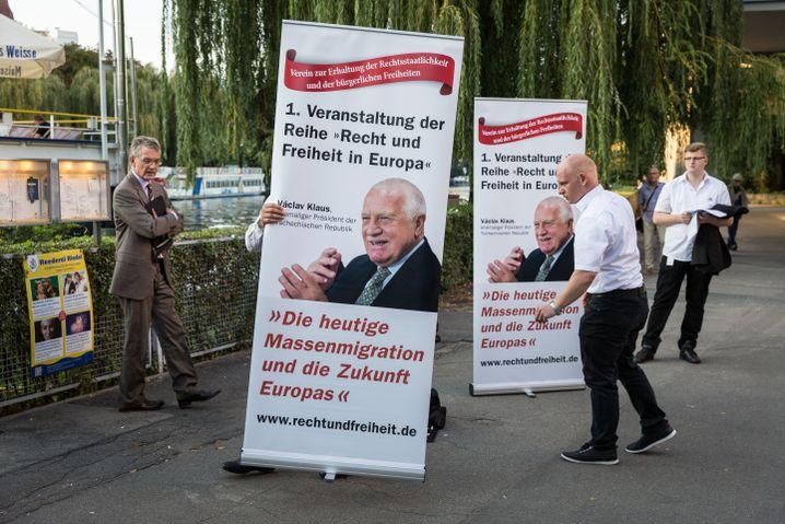 """PR-Mann Segert in Berlin bei der Veranstaltung des """"Vereins zur Erhaltung der Rechtsstaatlichkeit und der bürgerlichen Freiheiten"""""""