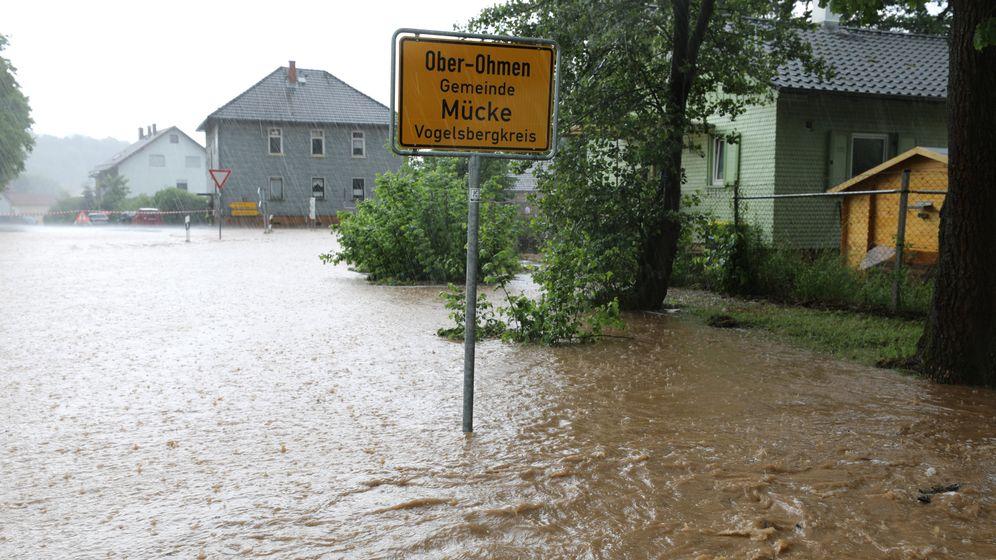 Unwetter: Blitze, Regen, Schlammflut