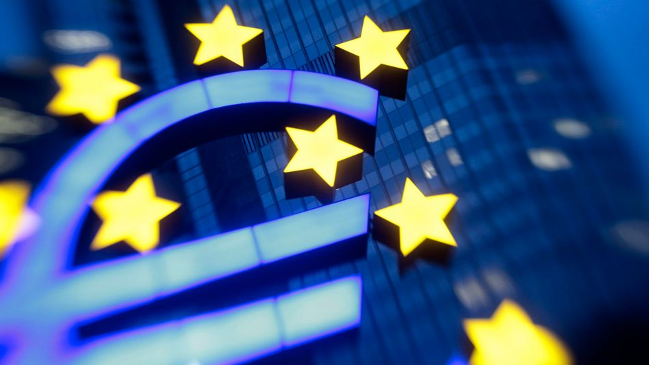 Euro-Logo: Risikoaufschläge für den Rettungsfonds steigen