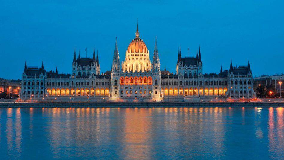 Budapester Parlament: Geplatzte Rettungsgespräche sorgen für Unruhe an der Börse