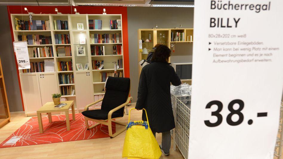 Billy-Regale in einem Ikea-Möbelhaus in Hessen (Archivbild)